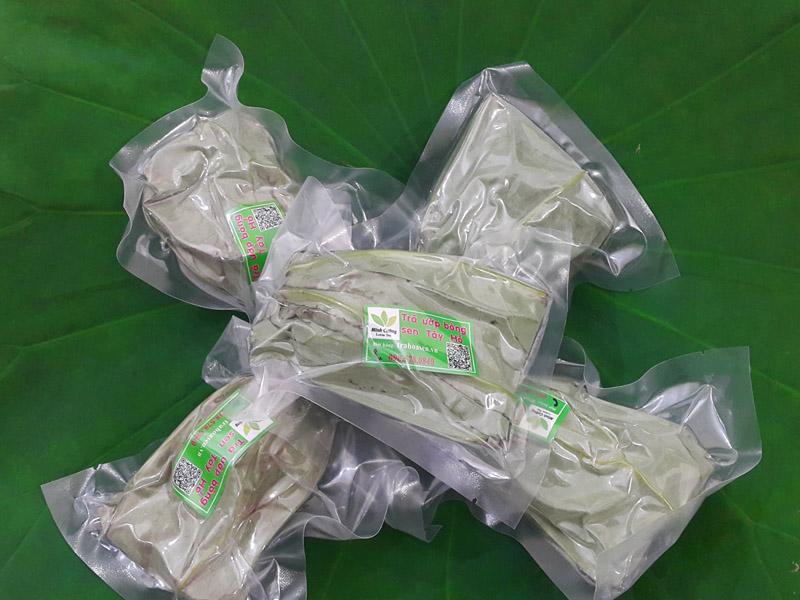 Sản phẩm trà ướp bông sen Hồ Tây được hút chân không để bảo quản lâu dài