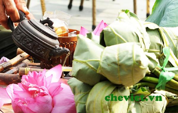 Thưởng thức trà ướp bông sen giữa đất trời để thêm yêu cuộc sống