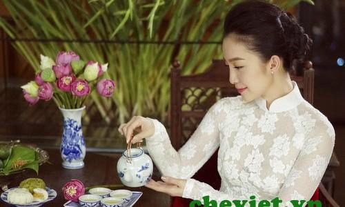 Linh Nga thưởng trà sen Hồ Tây