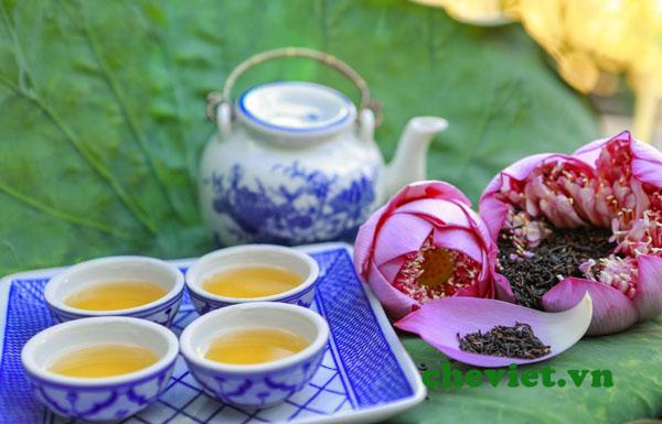 thưởng trà sen Hồ Tây