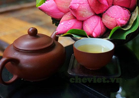 Thưởng thức trà sen Hà Nội