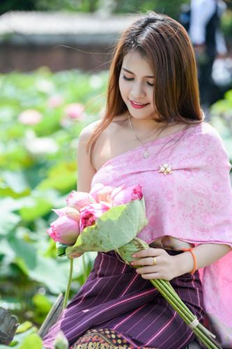 Mimie Anisone cho hay, bên cạnh thích hoa sen, cô rất thích trà ướp sen Minh Cường.