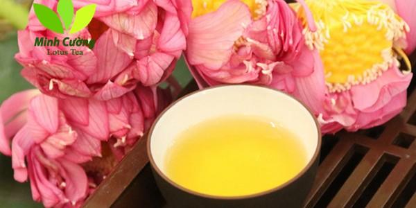 Thưởng thức trà ướp sen Hồ Tây tuyệt phẩm làm từ ngàn bông sen