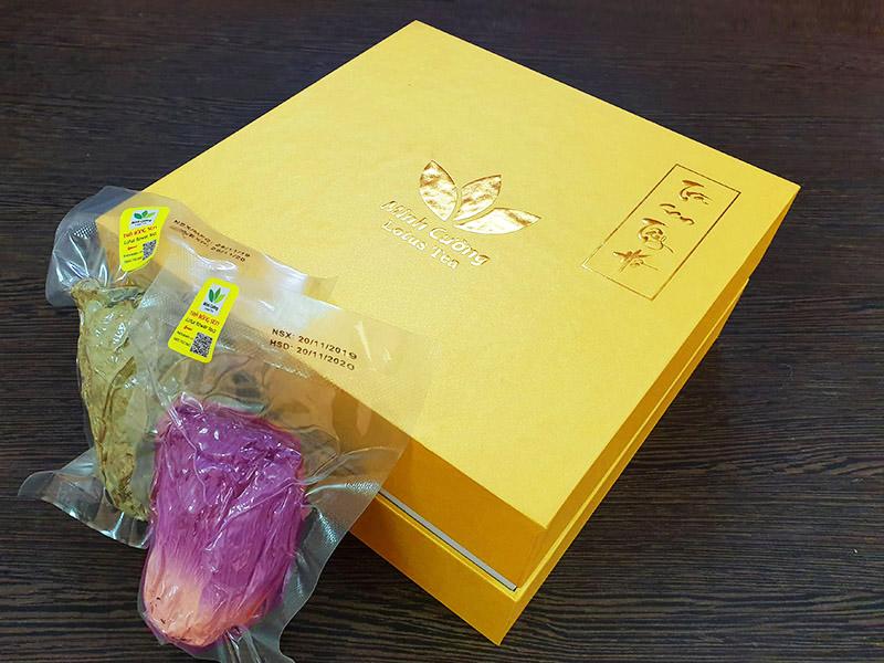 Hộp trà bông sen cao cấp sang trọng của Trà sen Minh Cường